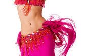 Oberkörper einer Bauchtänzerin in einem heißen rosafarbenen Kostüm, die mit den Hüften wackelt.
