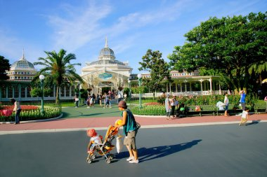 Tokyo Disneyland before the crowd Crystal Palace