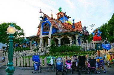 Tokyo Disneyland Goofy jumping house in Toontown