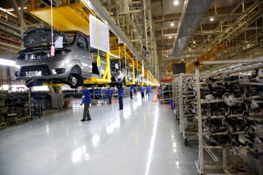 Chongqing Minsheng Logistics company car automobile production line employees are transported by cable car auto parts