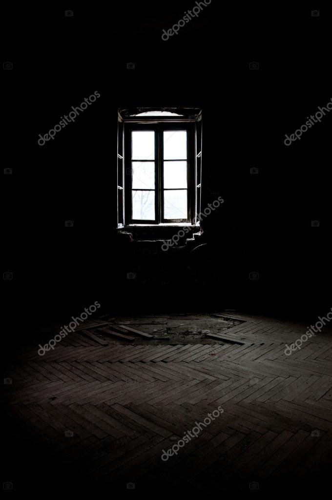 cuarto oscuro con ventana — Fotos de Stock © vlad.zymovin #26489675