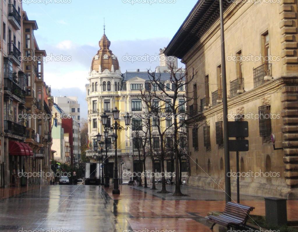 Oviedo spagna foto editoriale stock tashulia 30531109 - Muebles en oviedo asturias ...