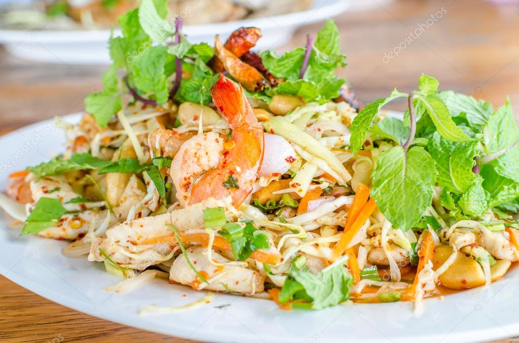 scharfer thai salat mit huhn garnelen fisch und gem se stockfoto finallast 51190961. Black Bedroom Furniture Sets. Home Design Ideas