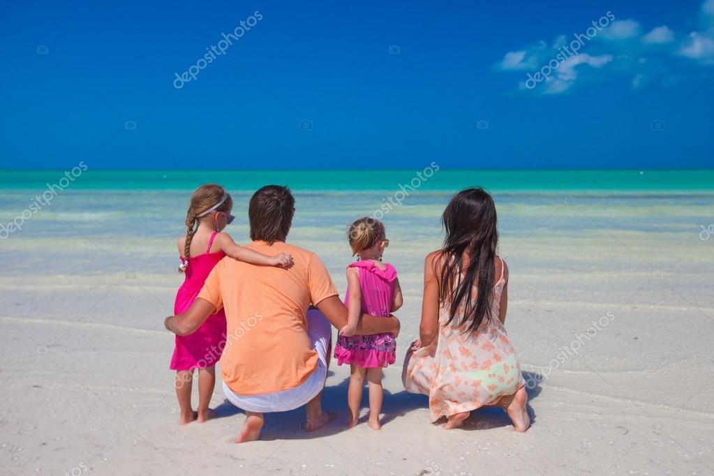Сдвумя на пляже фото 291-196
