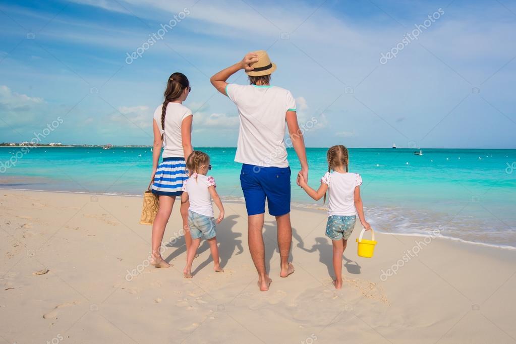 Сдвумя на пляже фото 291-487