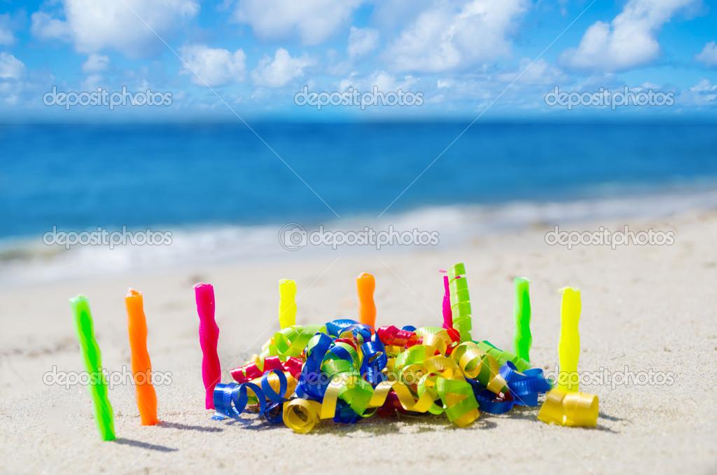 Kerzen Mit Geburtstag Dekoration Am Strand Stockfoto C Ellensmile