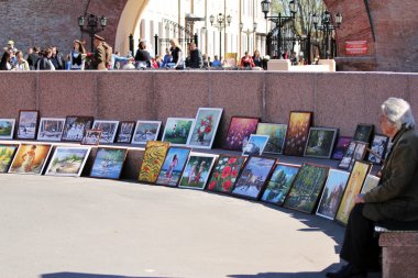 nobody buys a painting in the square