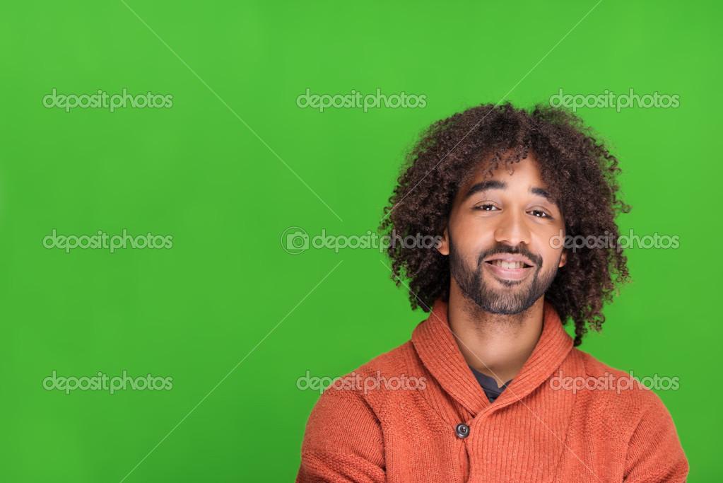 Jeune Homme Afro Americain Avec Une Coiffure Afro Photographie