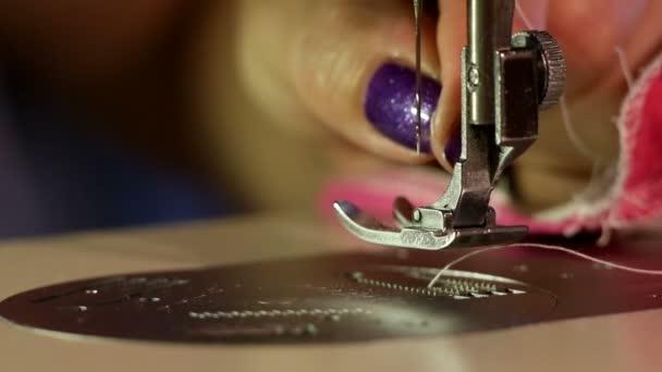 šití na šicí stroj
