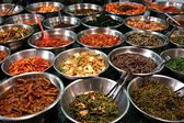 Photo Bowls of kimchi on a Korean traditonal food market