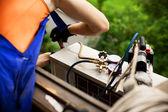 Fotografie vzduchu, klimatizace master připravuje instalaci nové klimatizace