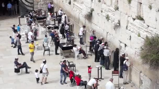 az emberek imádkozzanak a nyugati fal