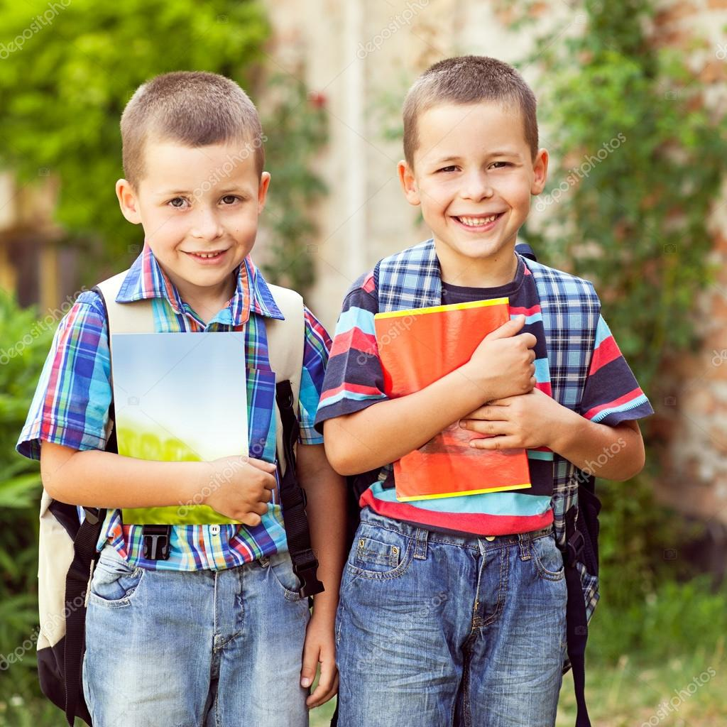 the stability brought to a child by going to school Senior year of high school is the worst, particularly if a child is moving away for school after graduation besides going through all the tension and fighting inherent in the college application and waiting process, all parties are preparing to separate.