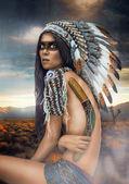 Fotografie junge Frau im Kostüm amerikanischer Indianer