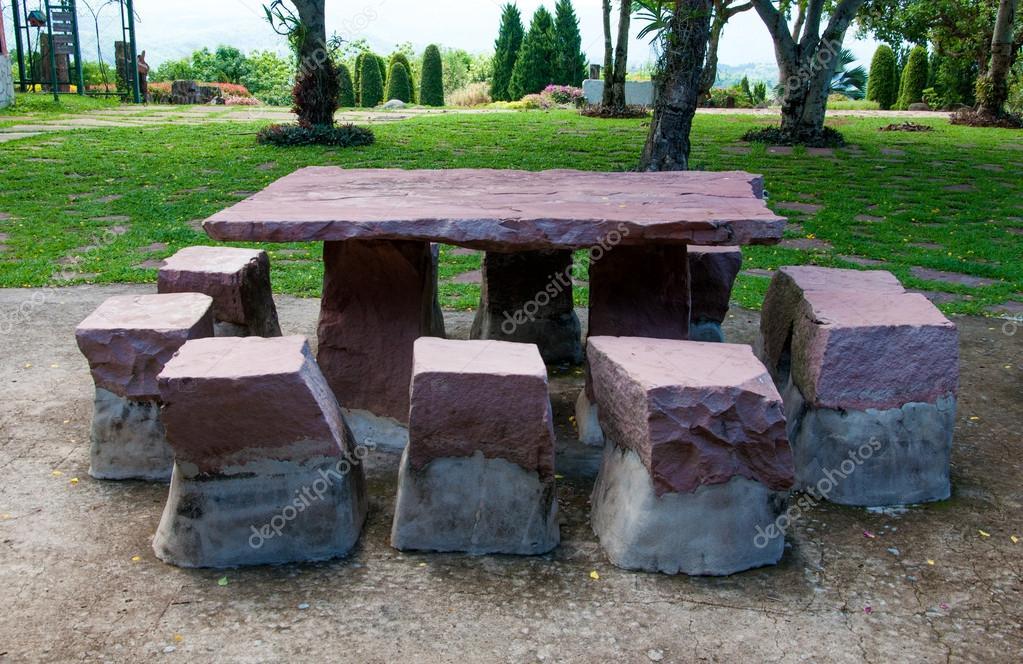 Table En Pierre Et Banc De Jardin Photographie Casanowe1 33738103