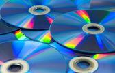 barevný kompaktní disky sada dvd roztroušených na stůl