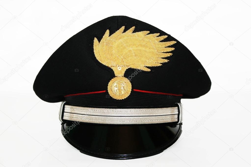 Vicino Carabinieri Del Dei Maresciallo Cappello 7wAq7zp