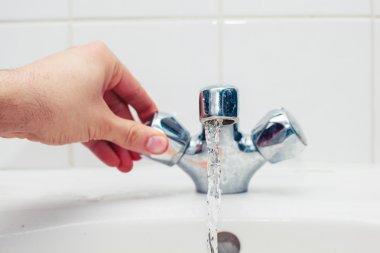 Hand turning tap