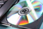 Detailní obrázek laptop a disk cd nebo dvd
