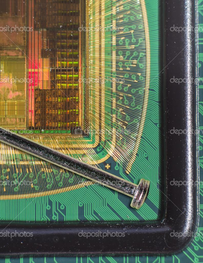 abrir el chip de ordenador con conexiones en comparación con una ...