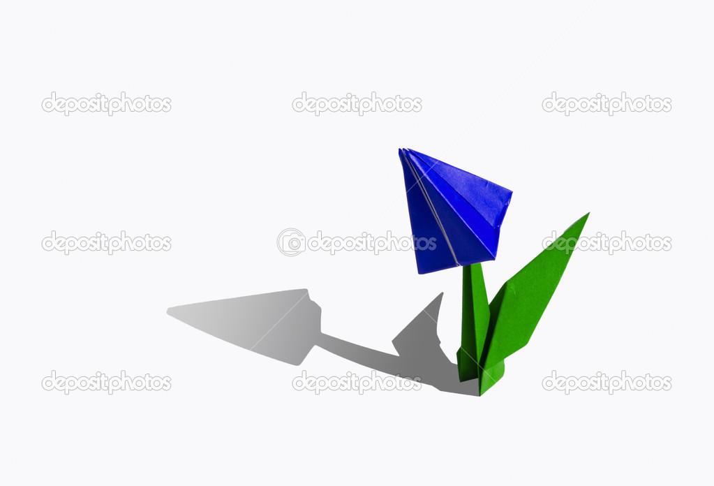 Fleur D Origami Bleu Tulipe Isole Sur Blanc Photographie Chupi