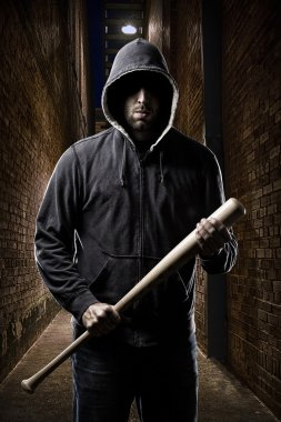 Thief on a dark alley