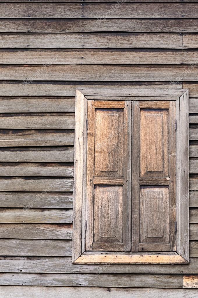 viejas ventanas de madera — Fotos de Stock © nuwatphoto #31517629