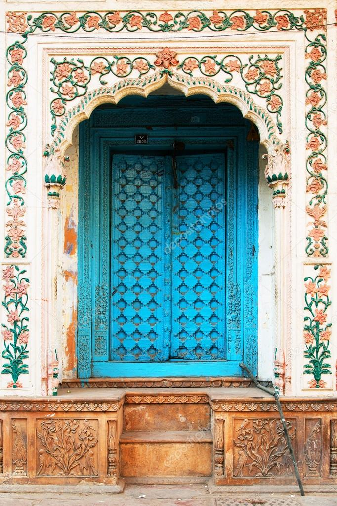 traditionelle indische Tür — Stockfoto © rechitansorin #25809847