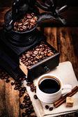 Fényképek csésze kávé kávédaráló