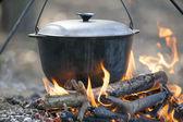 főzés a tábortűz.