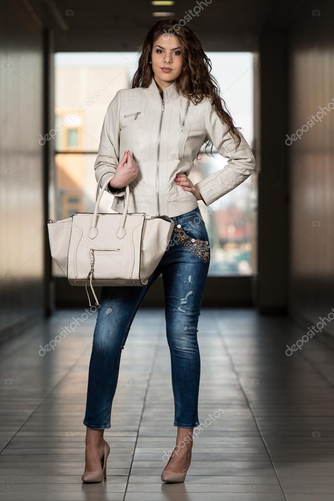 De Vestida Con Blanco Mujer Chaqueta Cuero Hermosa 1pA647Hy