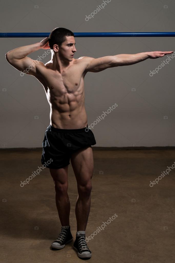 jeunes hommes muscl s muscles de la flexion photographie ibrak 41936989. Black Bedroom Furniture Sets. Home Design Ideas