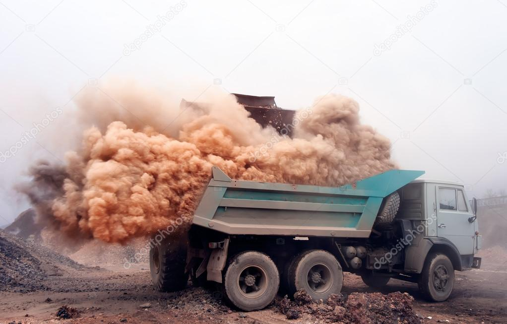 Dust explosion when loading truck at the mine