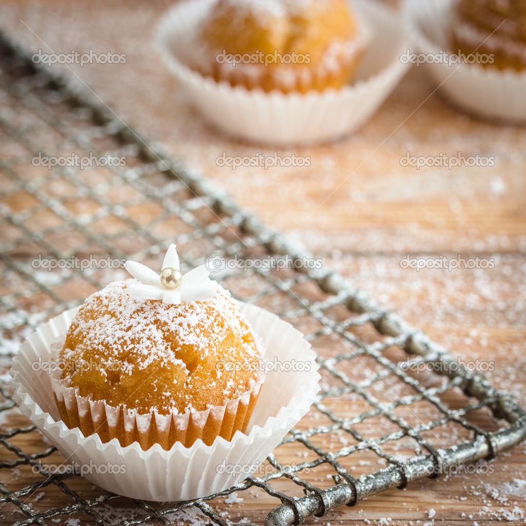 Süsleme ve pişirme için evde nasıl pudra şekeri yapılır
