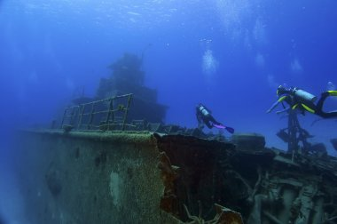 Diving on a wreck