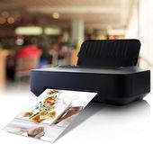 Fotografie tiskárna a obrázek s menu v restauraci