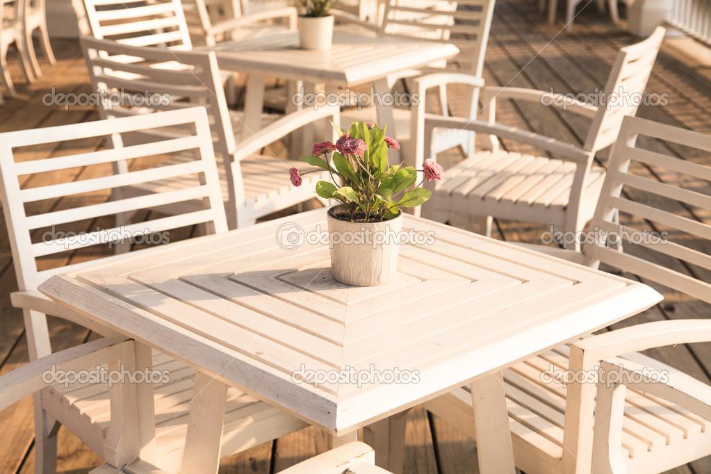Tavolo e sedie ristorante foto stock naypong 40144567 for Stock tavoli e sedie ristorante