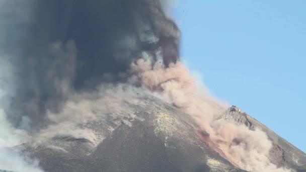 Etna, cratere di sud-est in eruzione