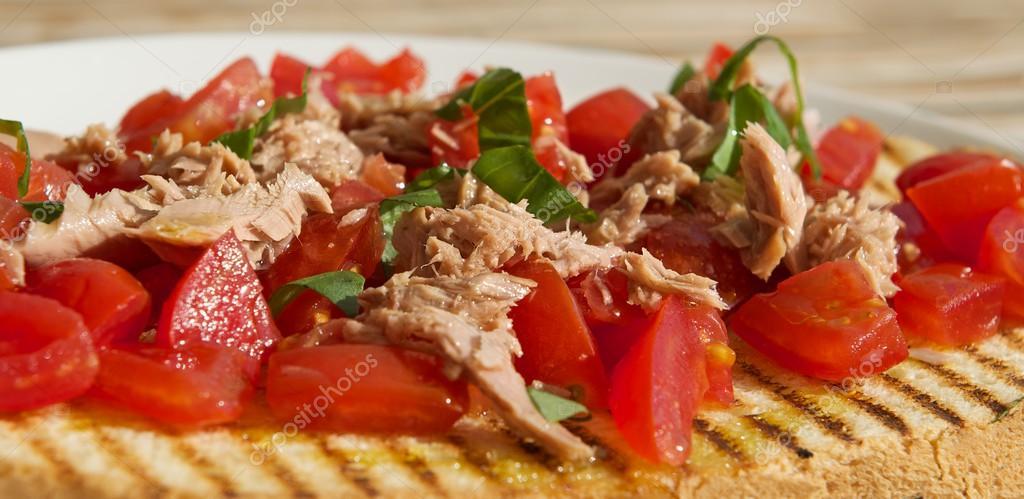 Echte italienische Brucheta, sizilianischen Speisen, frische Snack ...