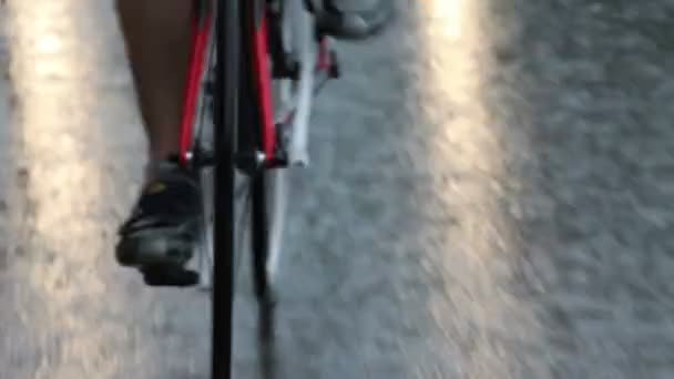 Nahaufnahme der Radfahrer auf der Straße