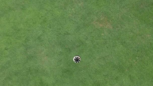 jeřáb shot z haly a Storm golfový míček z výše