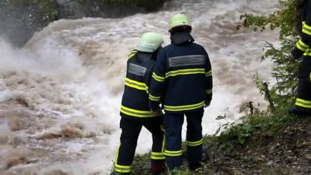 Hasiči sledování vody