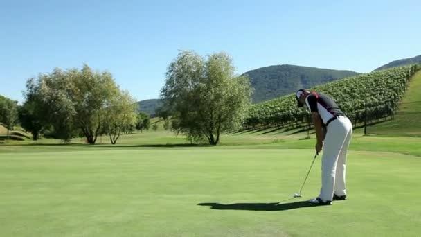 zastřelil muž golfista