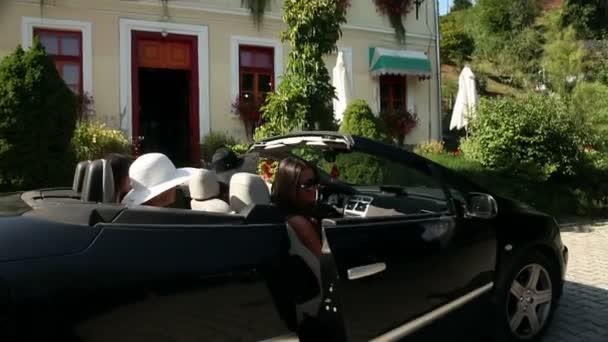 Lövés a négy nő kiszállt a kocsiból, és a belépő egy csoki bolt