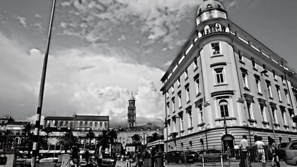 záběr ze staré budovy v split s přidanou kreslený efektem