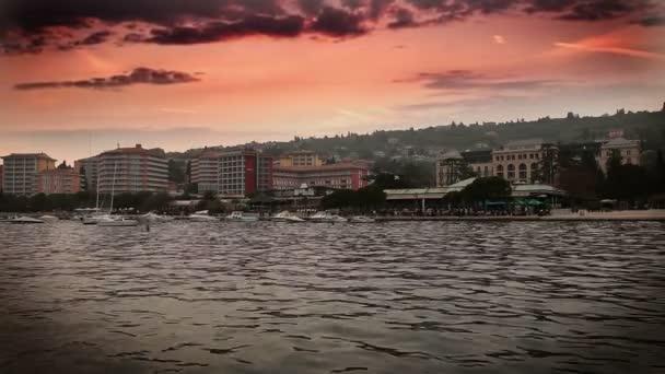 záběr na západ slunce v portorose s přidané čas kola mraků