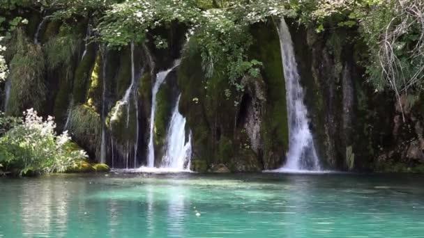 panoramatický záběr vodopádu v národním parku plitvice Chorvatsko