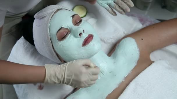 nő, miután egy arcpakolás