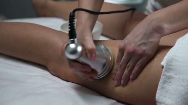 Cavitation therapy in a beauty salon