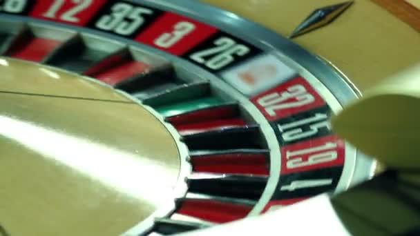 muž kolejových míč v casino ruleta